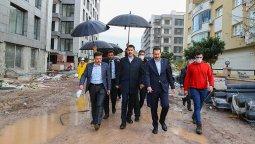 Bakan Kurum, İzmir'de depremzedeler için yapılan konutları inceledi