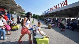 Antalya'ya gelen turist sayısı 4 milyonu aştı