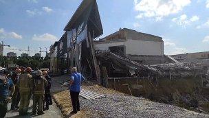 İkitelli Masko mobilyacılar sitesinde bir bina çöktü