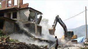 Rize'de zarar gören binaların yıkımına başlandı!
