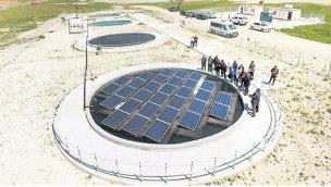 Yüzer güneş panelleriyle hem göller kurtulacak hem enerji üretilecek