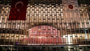 Taksim'deki AKM'nin yeni tabelası asıldı