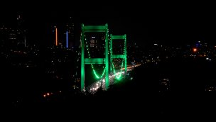 """İstanbul'un köprüleri """"Serebral Palsi"""" için yeşil renkle aydınlatıldı"""