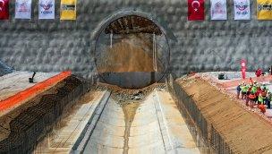 Türkiye'nin en geniş TBM tünelinde ışık göründü