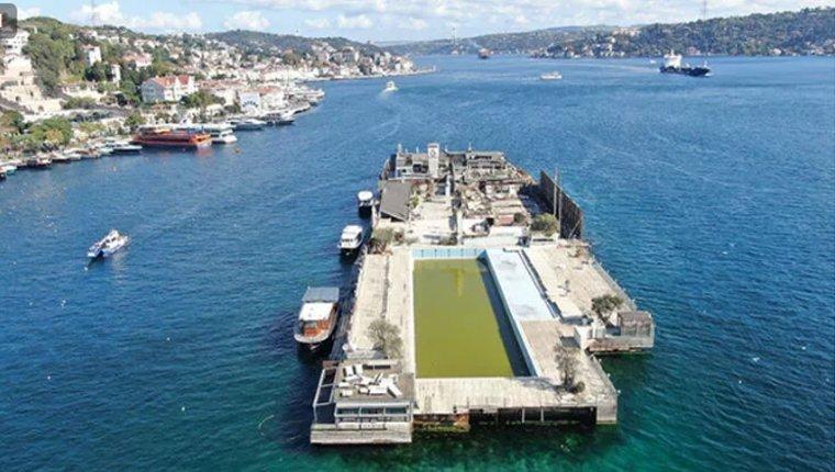 Galatasaray Adası, Boğaz'da görüntü kirliliği yapmaya devam ediyor