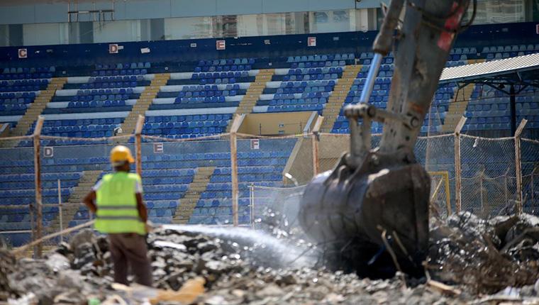 5 Ocak Fatih Terim Stadı'nın yıkımına başlandı