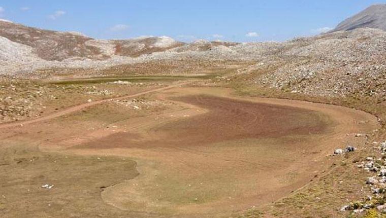 Antalya'daki İkiz Göller tamamen kurudu