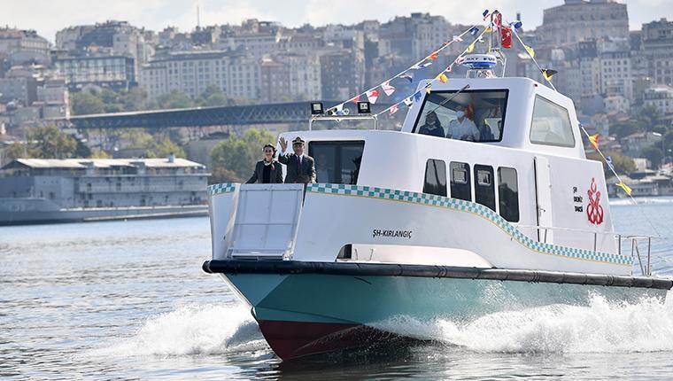 Haliç Tersanesi'nde yapılan 8 deniz taksi suya indirildi