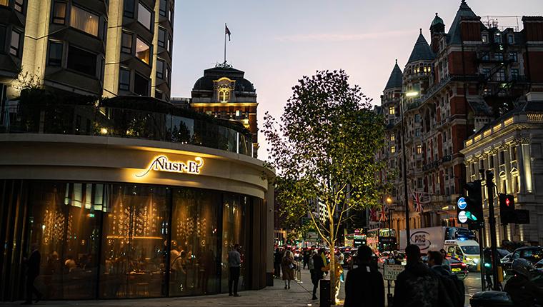 Nusr-et, yeni restoranıyla Londra'yı fethetti